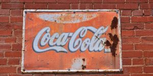 coca-cola (Coke) drinks can remove rust from cast iron, this is due to the ingredient phosphoric acid, phosphoric acid is the most acidic chemical added to any drink