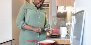 how to cook with ceramic pans